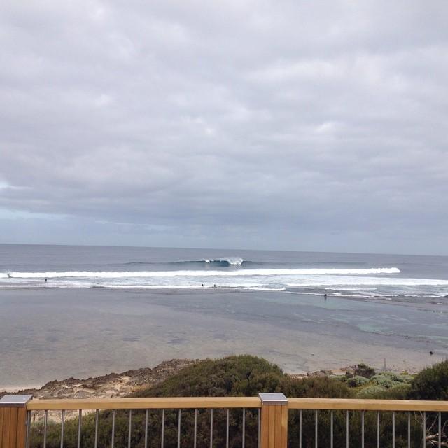 Yallingup perfection. #wawaves #wasurf #wasurfpics #smokin #yallingup #offshore #southwestoz #perfectwaves #powerfulwaves #surf #surfers #fullcarpark