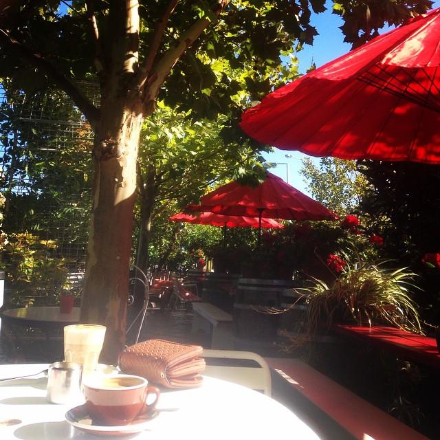 This morning's breakfast spot. Happy Sunday @kaereb #casabianchi #perthbreakfast #sundaybrekkie #gardens #longweekend